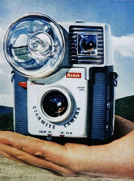retrotrace:    VINTAGE KODAK BROWNIE (via Vintage camera ads   iainclaridge.net)