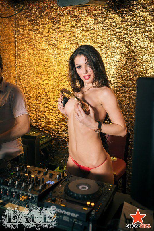 TOPLESS DJ KATE kysz (Katarzyna Shlyundt) - Topless DJ - Showbiza.com