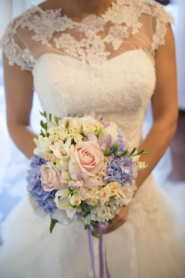 bouquet rosa e lilla con rose e ortensie