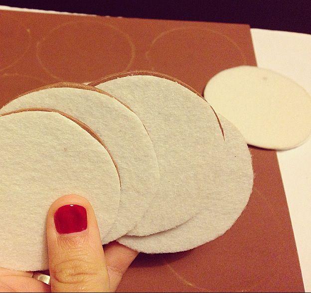 5. Atención, paso super importante: construir galletas NO Comestibles!!!
