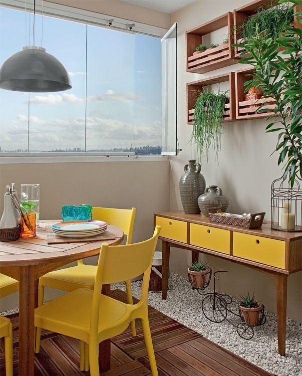 Sala de jantar na área da sacada.  http://www.decorfacil.com/salas-de-jantar-pequenas/