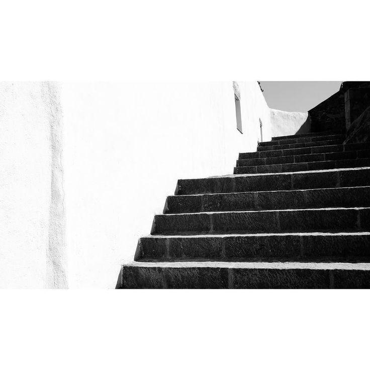 Vilafames #castellon #35mmf2 #stairs #fujix #xpro1 #vilafames #fujifilm #bn #bnw #bnwphotography #blancoynegro #blackandwhite #blackandwhitephotography
