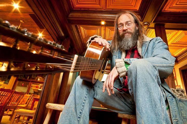 A la rencontre de Charlie Parr, chanteur et musicien américain. Il offre une musique folk profondément habitée et authentique, une