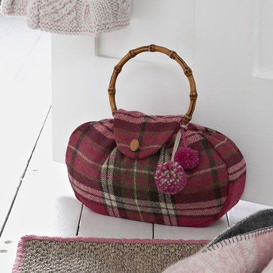 Add a fun touch to any room in your house with this fun doorstop sewing project. The doorstop is in the shape of a chic handbag and contains a lining filled with sand - just lift it out when you want to wash the bag.