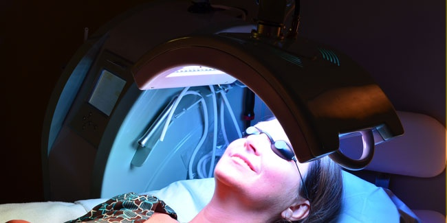 Oxylight LED Light Therapy ahhhhh!  That's me in a Blue LED light therapy treatment and its very beneficial for those who suffer from rosacea or acne. The blue LED aids in eliminating the acne bacteria that harbours and grows within the follicles and causes minor to major break-outs on the skin's surface.