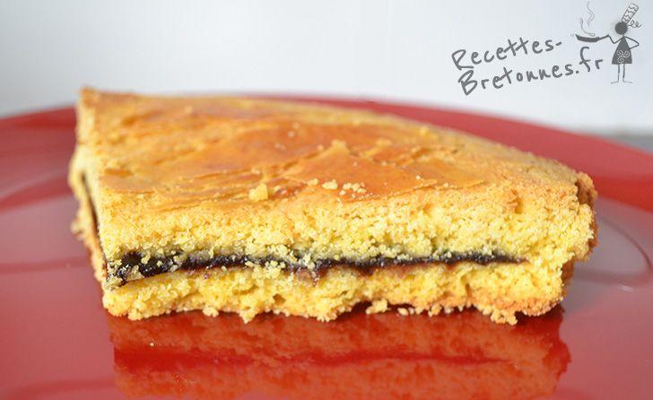 Retrouvez sur mon blog la recette du gâteau breton fourré à la crème de pruneaux ! Une recette gourmande à dévorer dès que possible ! http://www.recettes-bretonnes.fr/gateaux-bretons/gateau-breton-pruneaux.html