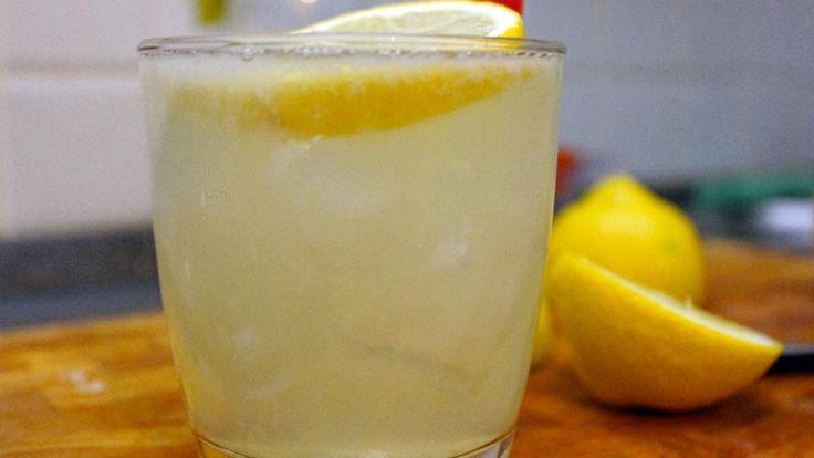 Moscow Mule cocktail. Cocktail con vodka, ginger beer e succo di lime. http://winedharma.com/it/dharmag/aprile-2015/cocktail-moscow-mule-la-ricetta-originale-gli-ingredienti-e-la-storia-di-un-gran