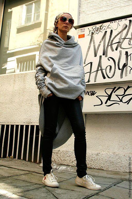 Купить или заказать Серое спортивное пальто в интернет-магазине на Ярмарке Мастеров. Спортивное пальто без подклада, внутрення сторона-флис.Изделие с ассиметричной длиной и большим карманом. Спереди подол короче, он подшит под карманом, при желании,я могу сделать переднюю часть любой длины. Экстравагантный макси, чересчур длинные рукава -вызов моды!!!Оригинальный крой.