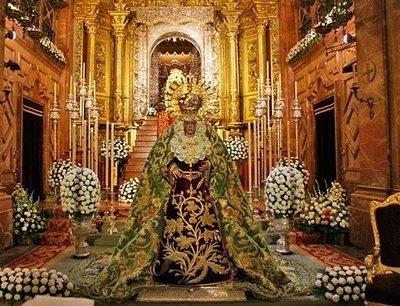 Besamanos. Virgen de la Macarena, Sevilla (Spain)
