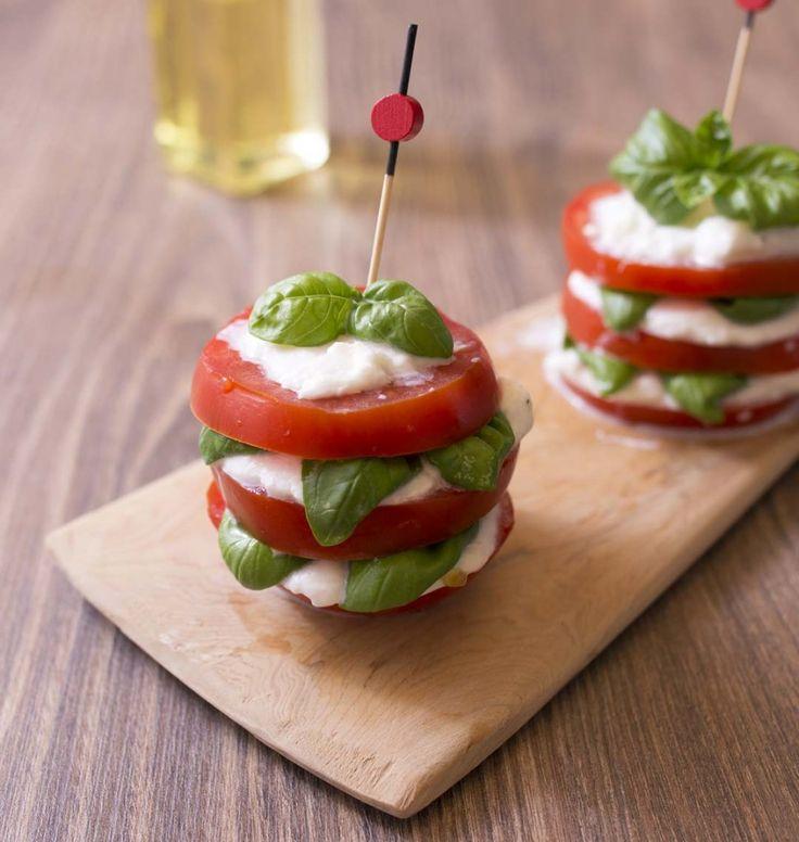 Millefeuille caprese tomate mozzarella basilic - les meilleures recettes de cuisine d'Ôdélices