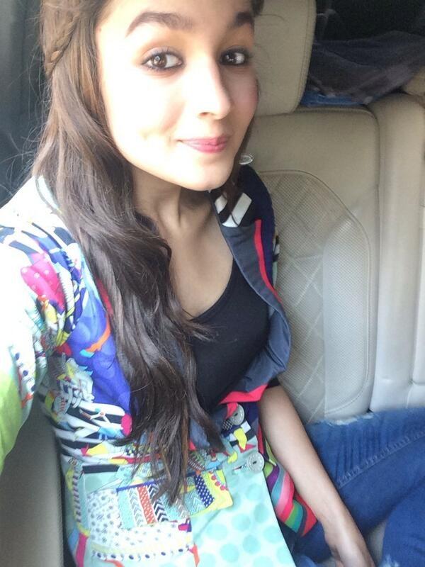 Hottest Alia Bhatt Selfie Picture
