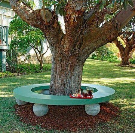 Descansando bajo en árbol