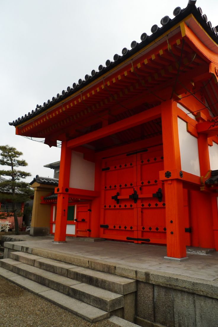 The main gate at Rengeoin Sanjusangendo, a temple in Kyoto. Photo: Spud Hilton / The Chronicle