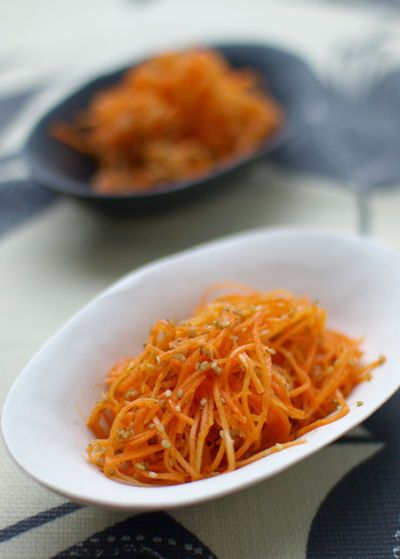 Carrot salad with honey vinaigrette: 1 TBS vinegar, 1 TBS olive oil, 1 tsp honey, 3 TBS toasted sesame seeds ...says to try with a little Vietnamese fish sauce on a sandwich with a baquette!!