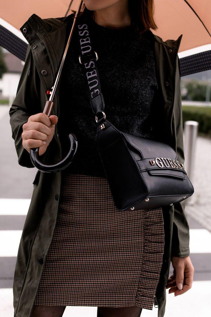 #modetrends #regenoutfit #regenbekleidung #regenparka #bikerboots   miranda