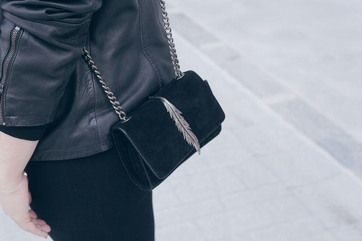 Vestido negro y cazadora de cuero-Soy Curvy-2