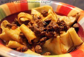 """""""Aaron passami l'aglio"""": PAPPARDELLE AL SUGO DI CINGHIALE"""