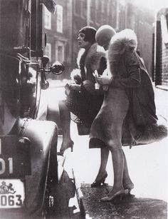 Pela primeira vez as mulheres estavam livres para onde quisessem ir sem serem acompanhadas por homens elas passaram a conduzir seus próprios automoveis.