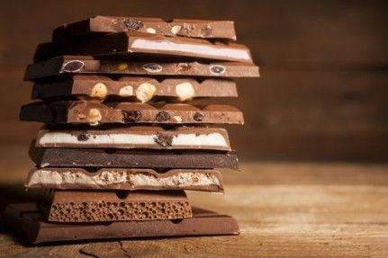 Noir, au lait, blanc, fourré, aux noisettes… Quel est le meilleur chocolat pour garder la ligne ? Celui recommandé en cas d'hypercholestérolémie ? Quand on est diabétique ? Les réponses dans ce diaporama.