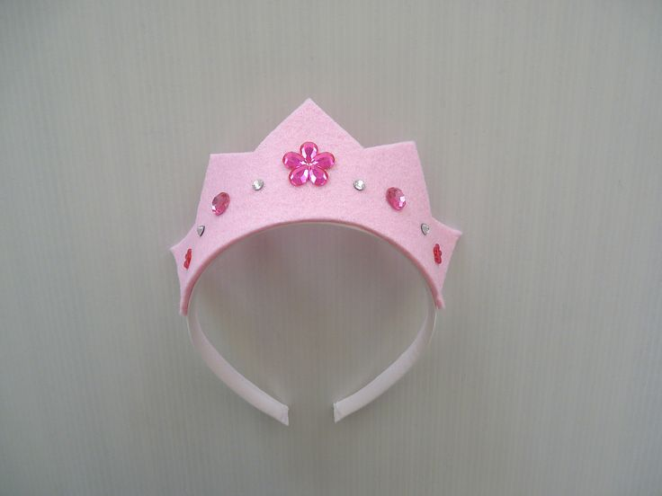 Couronne diadème de princesse en feutrine rose et strass fuchsia : Ecole et loisirs par la-fee-brochette