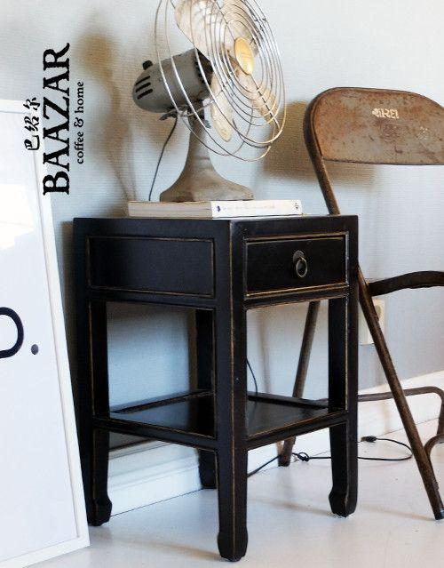 Vackert svart sängbord, H-016, från Baazar Coffee and Home. Hitta fler på www,baazar.se  sängbord, sovrum, sängskåp, byrå, drawer, orientaliskt, vardagsrum, kina, baazar, black, svart, china, bedroom, hall, sovrum 2
