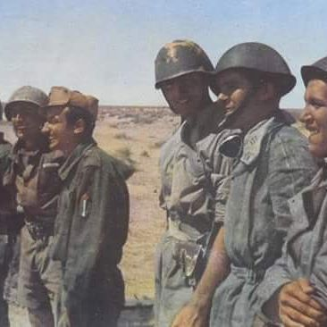 Italian Army XXXI btg. « Guastatori» ( elite assault troops), North Africa WWII color photo - pin by Paolo Marzioli