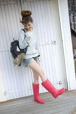サーモンピンクカラーがキュートなレインブーツ♡かわいいレインシューズのコーデ☆スタイル・ファッションの参考に♡
