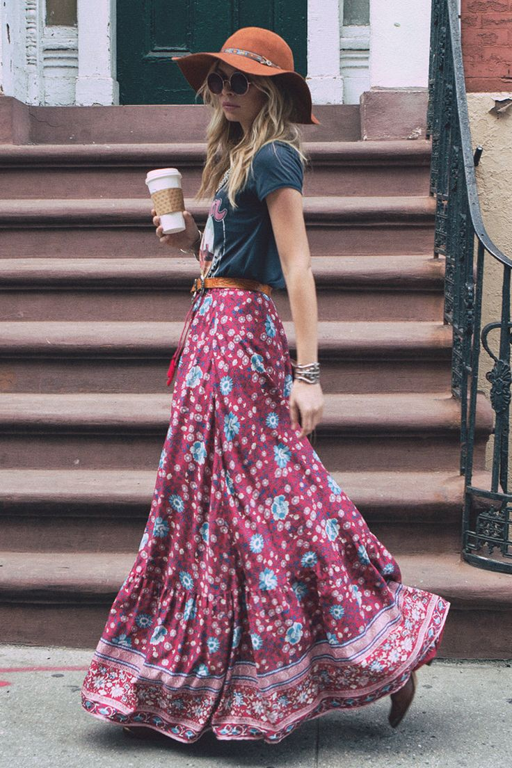 Boho style inspiration: long flowy flower skirt with button tape