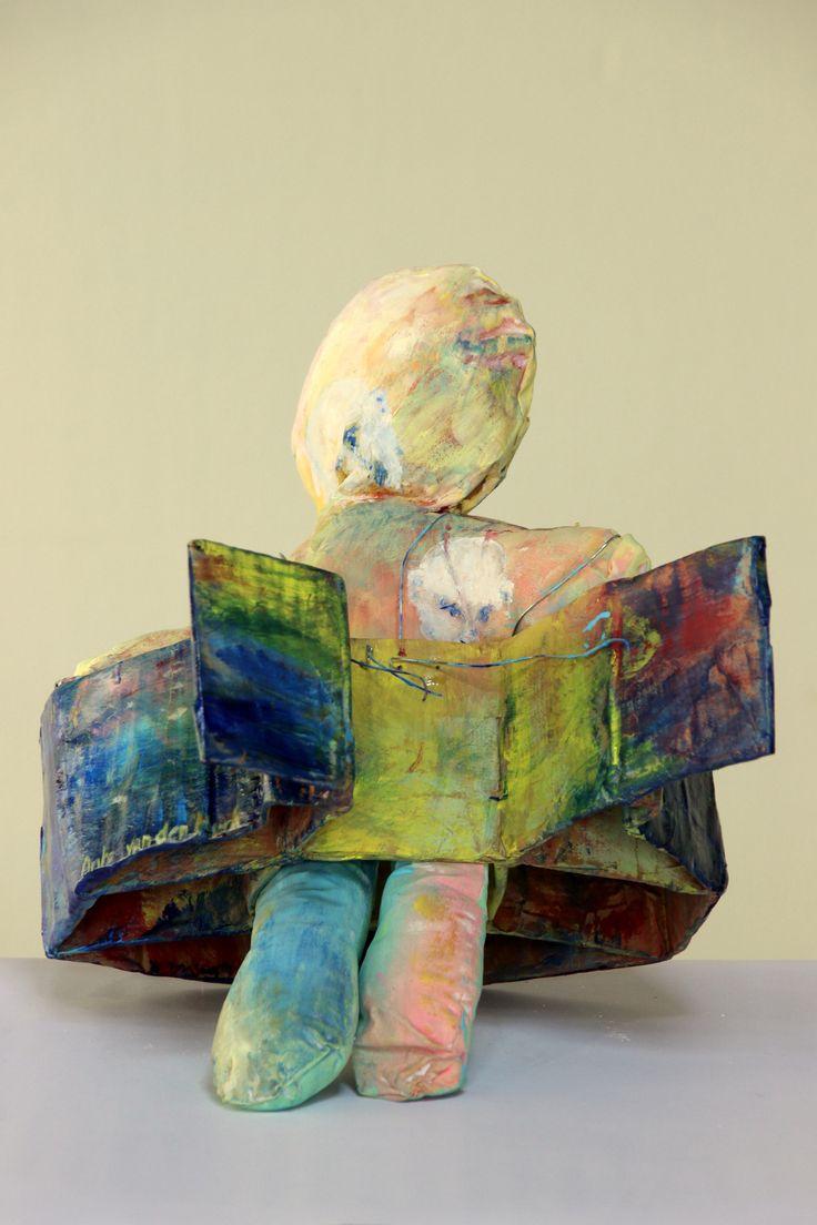 Veiling Nr. 4                                               Anke van den Hurk  Geborgen in gebondenheid  Geïntrigeerd houdt Anke zich bezig met schilderen, keramiek, bouwen 3d projecten. Zij neemt deel aan de tentoonstelling KIK, die zij samen met Wouter Dolle vorm geeft.