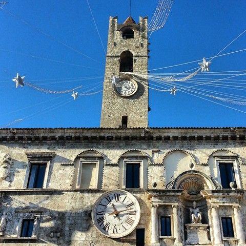 Visit Ascoli Piceno - Detail of Piazza del Popolo