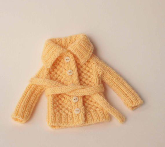 Blythe cardigan, Light yellow cardigan with belt for Blythe doll from VolnaDollsClother, Doll yellow vest, Blythe jersey, Blythe pullover