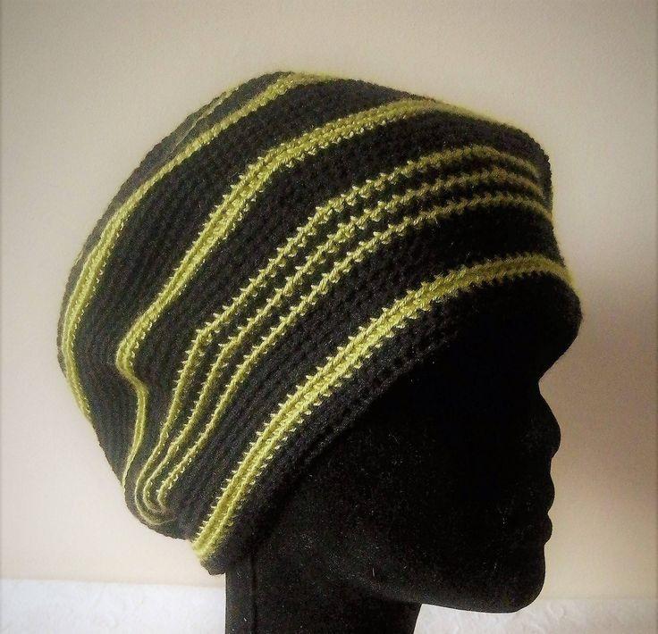 Béret pour femme ou homme, couleurs noir et vert anis, confectionné au crochet, à rayures, cadeau pour elle, cadeau pour lui de la boutique LaLainesurLudo sur Etsy