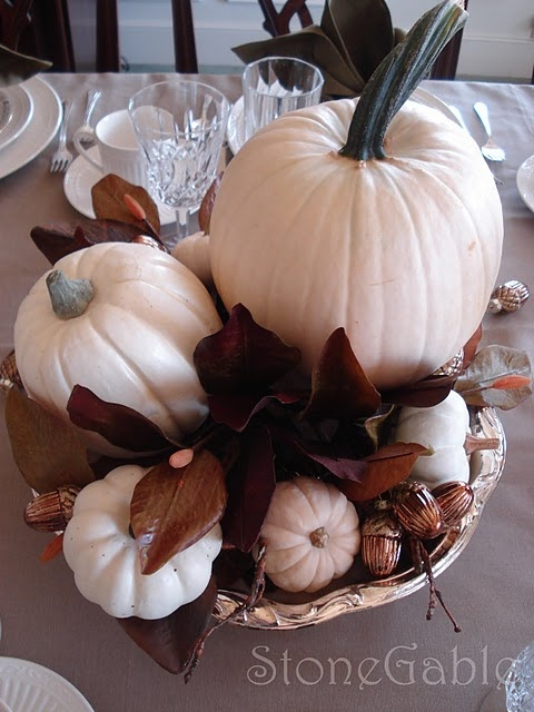 White pumpkins with chocolate brown and silverAutumn Softer, Decor Ideas, Pumpkin Display, Fall Decor, Trav'Lin Lights, Silver Trays, Magnolias Leaves, White Pumpkins, Softer Side