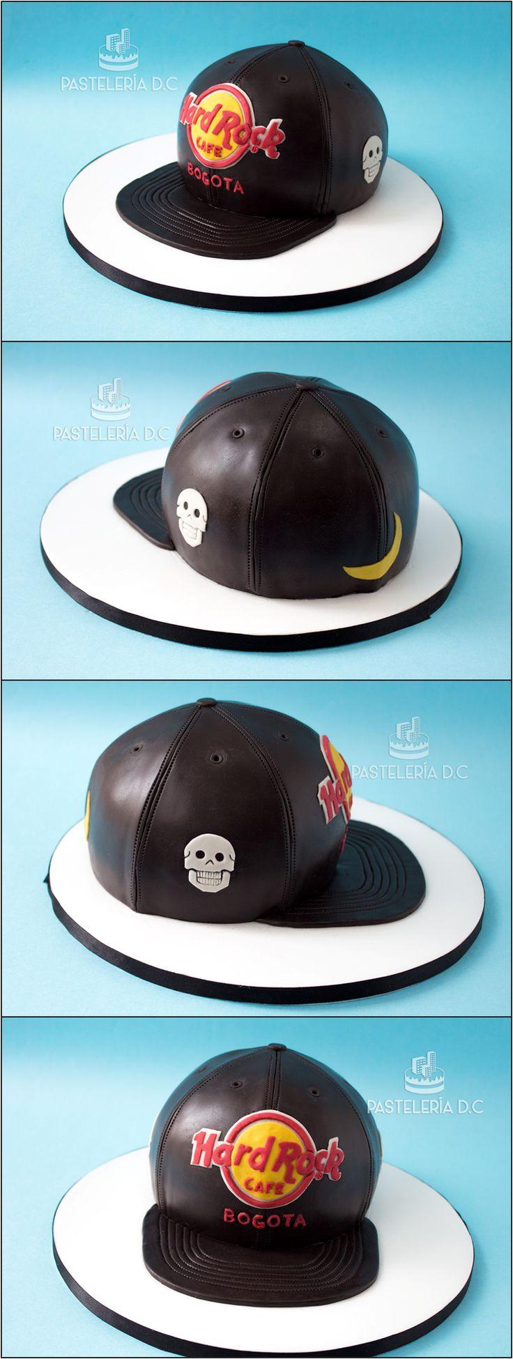 Torta esculpida con forma de gorra plana o paletera y diseño del Hard Rock Café Bogotá y calaveras / Hard Rock Cafe and skulls Fitted hat cake