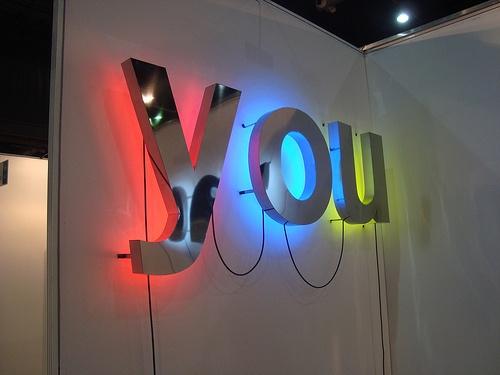 You letras 3d en acero inoxidable luz neon