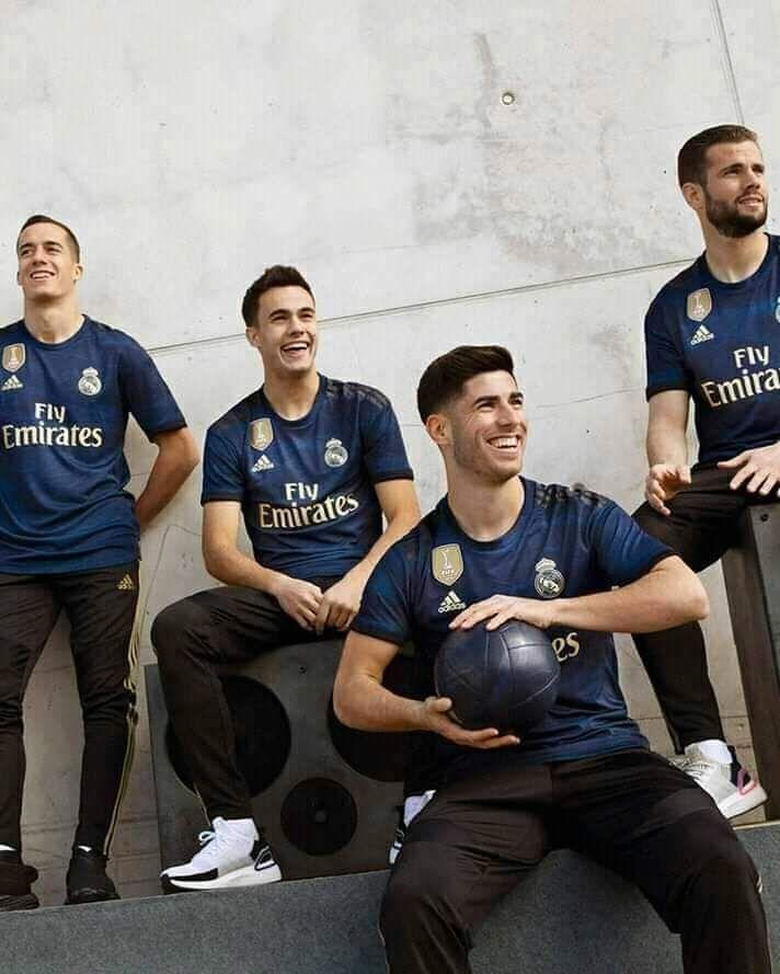 When Benzema Cracks A Lame Joke Real Madrid Soccer Real Madrid Football Real Madrid Wallpapers