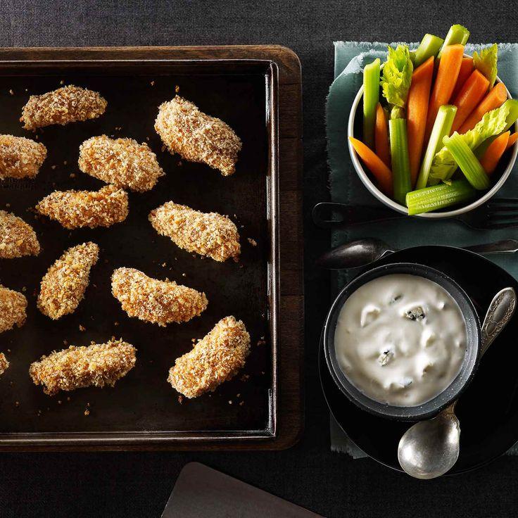 Ailes de poulet Buffalo désossées et piquantes avec des bâtonnets de légumes et de la vinaigrette au fromage bleu | Le Poulet du Québec