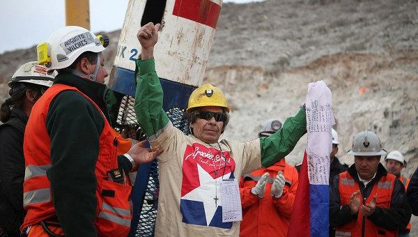 RESILIENCIA BAJO TIERRA: Mirada a los 33 mineros   Por Luis Cruz Villalobos   El Blog de Bernabé