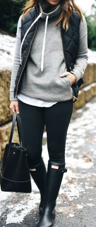 This funnel neck hoodie and quilted vest with the rain boots is such a cozy outfit for winter - classic black Hunter boots