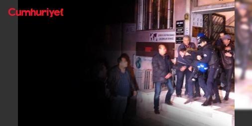 IŞİD evlerini böyle basmadılar... ÇHDye baskın: Avukatlara dayakla gözaltı : Çıkarılan KHK ile kapatılan Çağdaş Hukukçular Derneğine üye avukatlar büroya yapılan polis baskınıyla gözaltına alındı.  http://www.haberdex.com/turkiye/ISID-evlerini-boyle-basmadilar-CHD-ye-baskin-Avukatlara-dayakla-gozalti/78980?kaynak=feeds #Türkiye   #avukatlar #üye #Derneği #Hukukçular #büroya