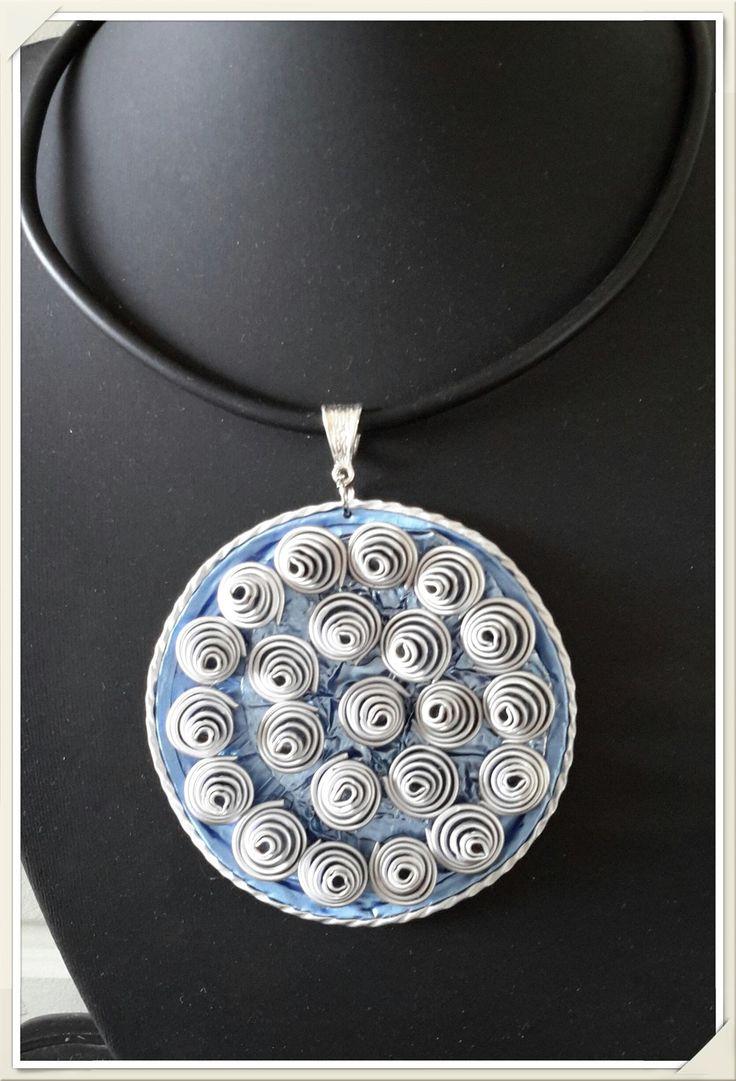 pendentif bleu en capsules Nespresso recyclées : Pendentif par recyclart