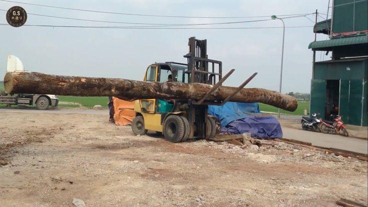 木工機械 - フォークリフトによる大きな木のログの移動 - 素晴らしい木工 | G.S 木造り