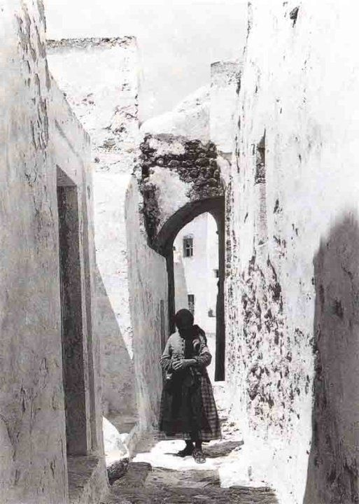 1920's Emporeio Village, still a spectacular town to visit due to the unique cycladic and Aegean Architecture