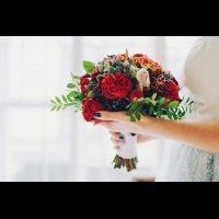 Букет невесты в красных тонах