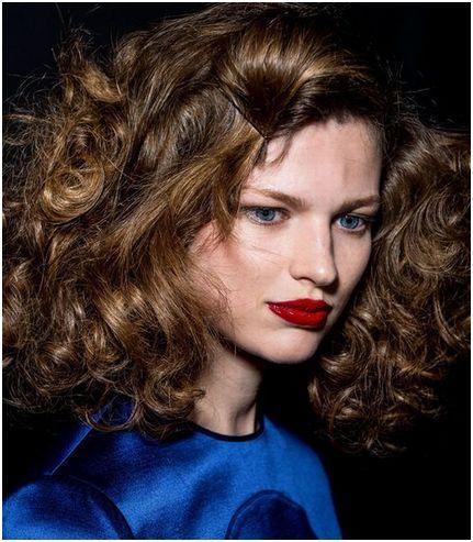 Experttip: hoe maak je langhoudende krullen in steil haar?