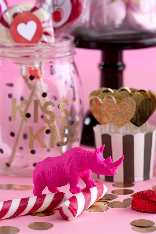 Ihana pinkki ja vaalenapunainen karkkibuffet | sweet pink valentines buffet
