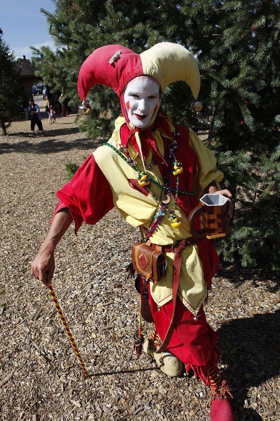 Men's Medieval Tudor Elizabethan Jester Costume ...  Jester Middle Ages Wear