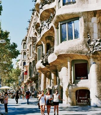 Barcelona Restaurant: Antonio Gaudí's La Pedrera, built in 1906 in the Eixample. (Galilea Nin)