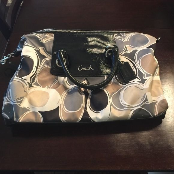 Coach Handbag Like new Coach handbag! Only used for a couple of months! Coach Bags Shoulder Bags