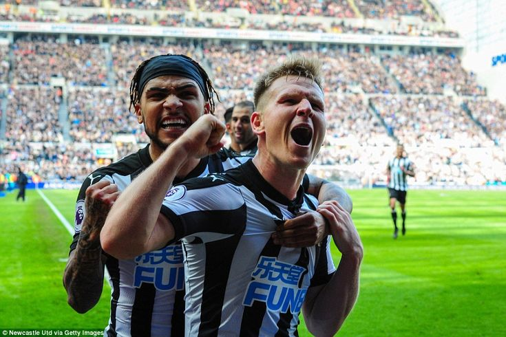 Matt Ritchie (centre) scored the winner as Newcastle came from behing to add to Arsenal's away-day woes at St James' Park